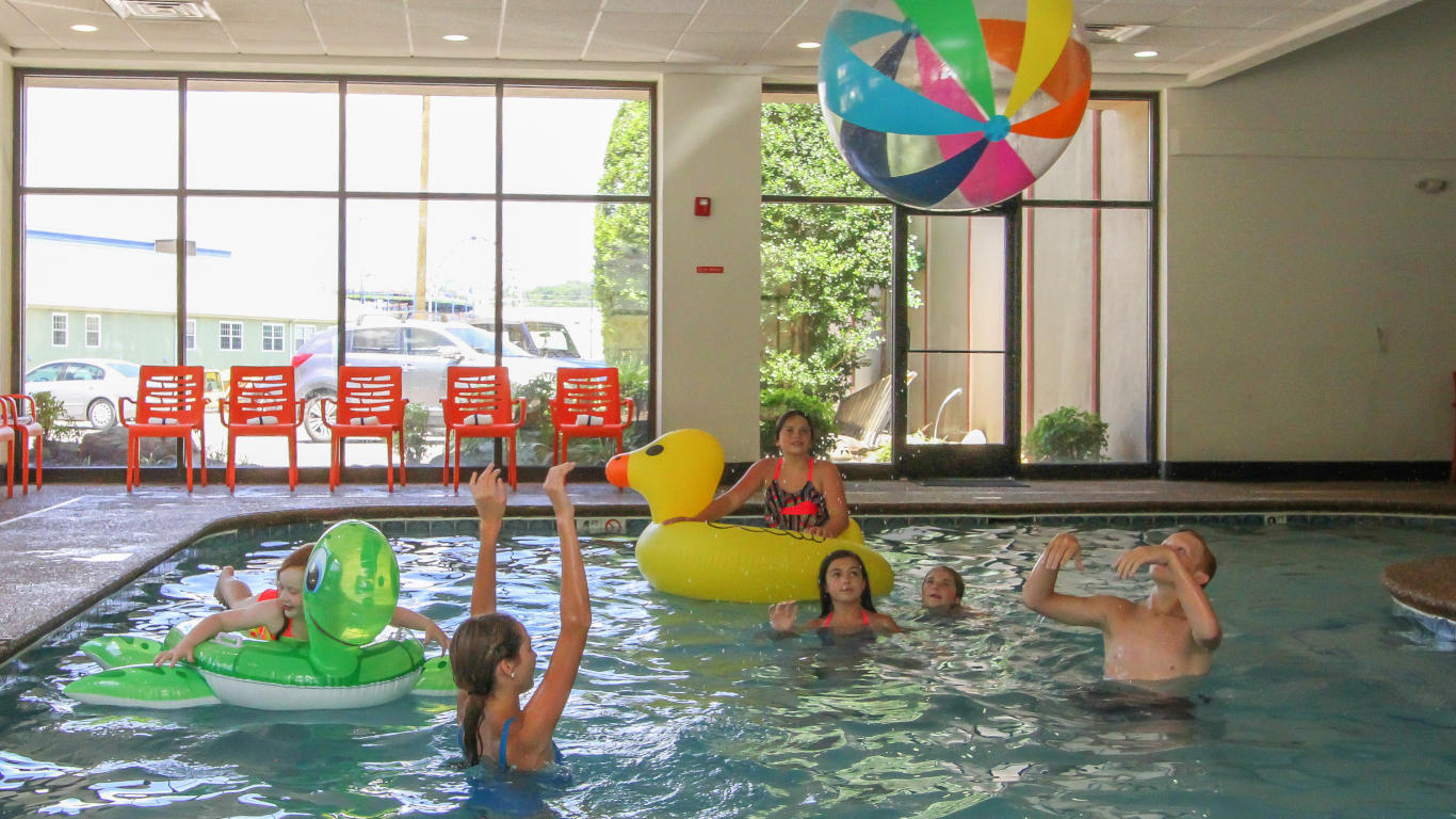 Temperature In Pigeon Forge Tennessee >> Indoor Pool at Country Cascades Waterpark Resort